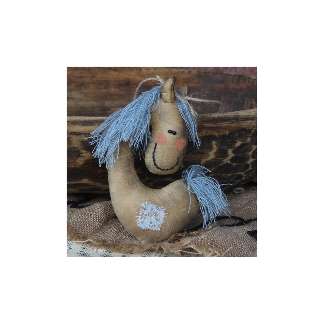 handmade4u design baumschmuck pferd blaues haar online. Black Bedroom Furniture Sets. Home Design Ideas